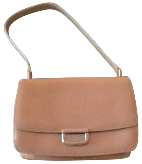 Preload https://img-static.tradesy.com/item/2197250/escada-nude-patent-leather-shoulder-bag-0-0-540-540.jpg