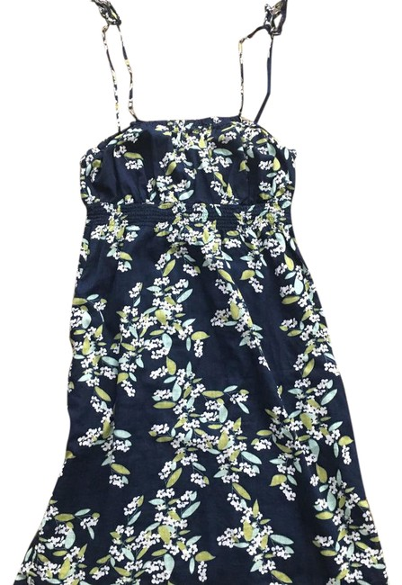 Preload https://img-static.tradesy.com/item/21979367/old-navy-floral-short-casual-dress-size-4-s-0-1-650-650.jpg