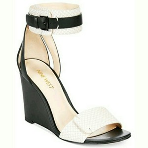 Nine West Black/Ivory Sandals