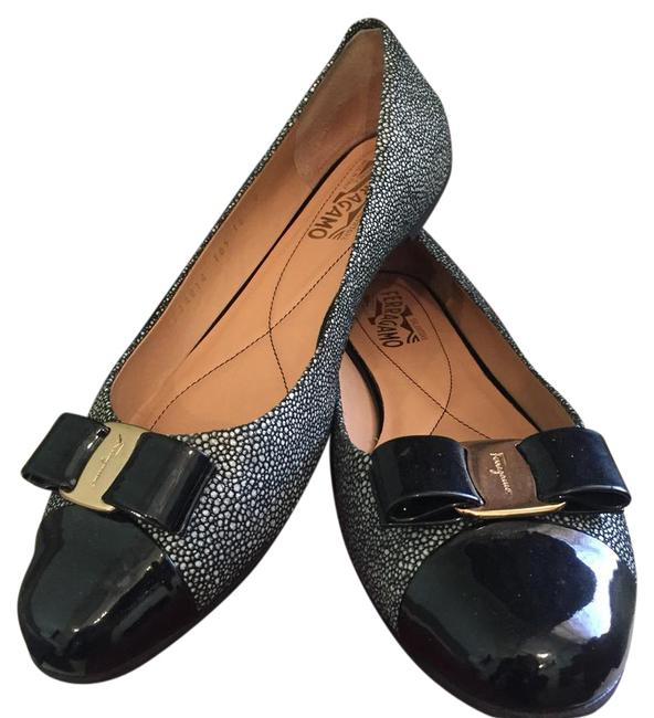 Salvatore Ferragamo Black and White Varina 0506436 Nero 5147 Flats Size US 10 Regular (M, B) Salvatore Ferragamo Black and White Varina 0506436 Nero 5147 Flats Size US 10 Regular (M, B) Image 1