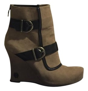 House of Harlow 1960 Beige, Black Boots