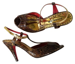 Gianni Bini Patent Leopard Heels T-strap Strappy Brown, Gold Sandals