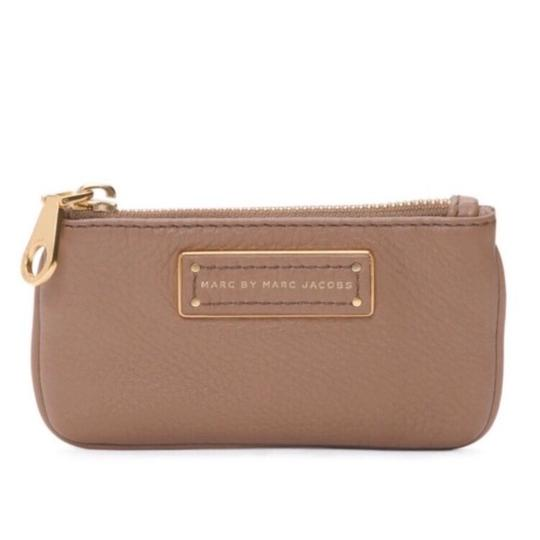 Preload https://img-static.tradesy.com/item/21985144/marc-by-marc-jacobs-too-hot-to-handle-praline-tan-leather-key-pouch-wallet-0-0-540-540.jpg