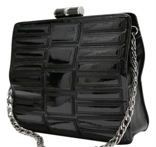 Preload https://img-static.tradesy.com/item/21985434/barbara-bui-chain-frame-black-patent-leather-shoulder-bag-0-1-540-540.jpg