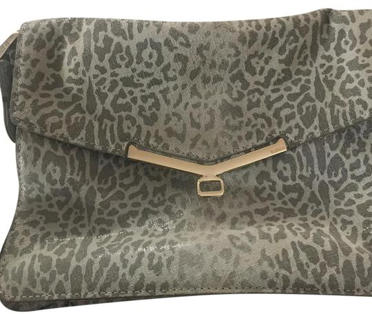 Preload https://img-static.tradesy.com/item/21986125/botkier-leopard-clutch-grey-and-white-leather-cross-body-bag-0-1-540-540.jpg