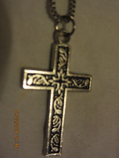 unknown 18 inch box chain cross necklace with lovely design