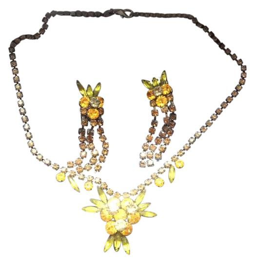 Preload https://img-static.tradesy.com/item/21987136/necklace-and-errings-set-0-1-540-540.jpg