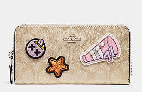 Coach ACCORDION ZIP WALLET IN signature VARSITY PATCHES F 20968