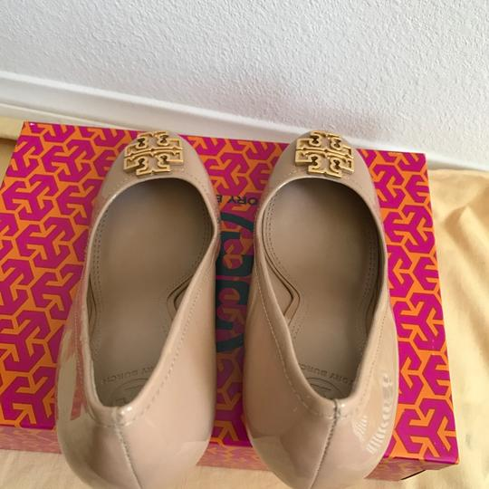 Tory Burch TORY BEIGE/ GOLD Wedges