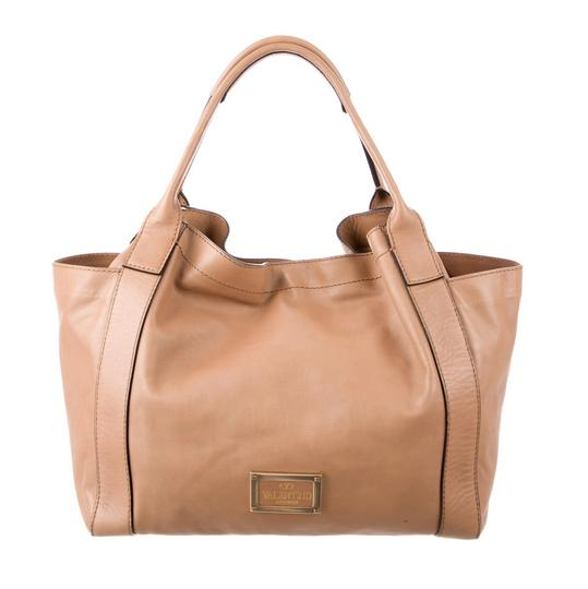 Preload https://img-static.tradesy.com/item/21987280/valentino-double-pocket-camel-nappa-leather-tote-0-0-540-540.jpg