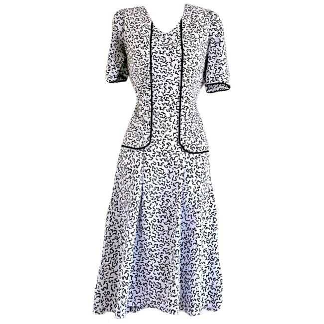 Item - White Black Flared Midi Retro Patterned Fitted 80s Mid-length Work/Office Dress Size 6 (S)