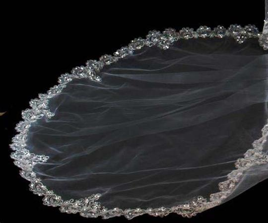 White Long Tasteful French Royal Style Silver Or Gold Thread Cathedral Bridal Veil