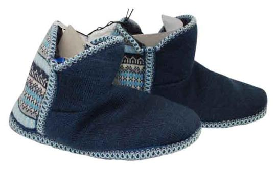 Preload https://img-static.tradesy.com/item/21996116/catherines-blue-new-indoor-knit-nordic-pattern-1011-w-flats-size-us-105-wide-c-d-0-1-540-540.jpg