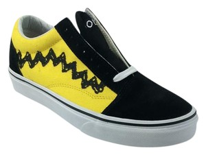 Vans Limited Edition Charlie Brown Chevron Black and Charlie-Brown-Yellow Athletic