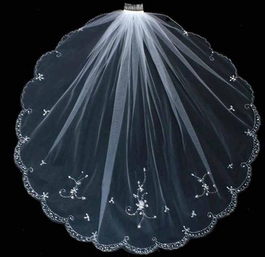 Ivory Long One Tier Scallop Cathedral with Beads Bridal Veil Image 1