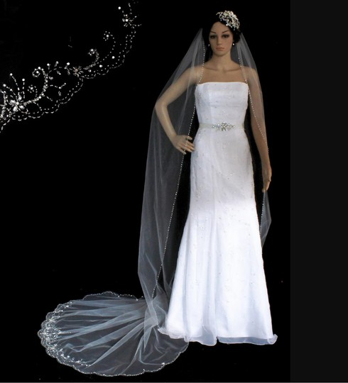 White Long One Tier Scallop Cathedral with Beads Bridal Veil Image 4