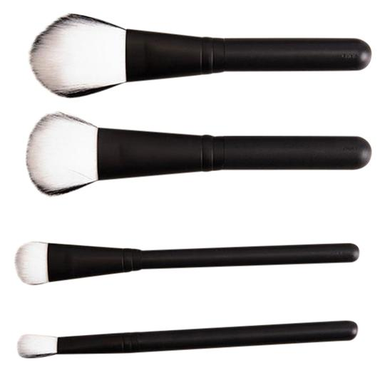 Preload https://item4.tradesy.com/images/mac-cosmetics-white-new-extra-dimension-brush-set-blackwhite-22001283-0-1.jpg?width=440&height=440