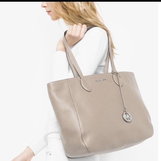 Michael Kors Mk Gray Large Tote in Cream