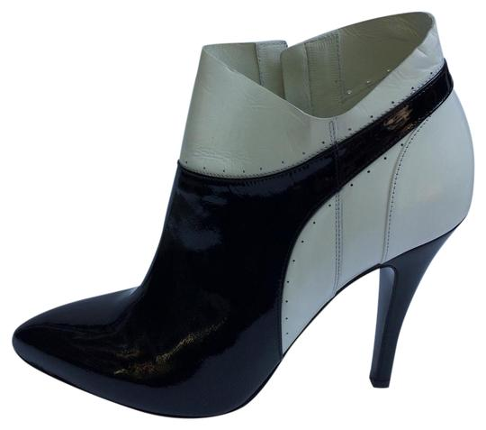 Preload https://item5.tradesy.com/images/maison-margiela-black-white-new-ankle-leather-bootsbooties-size-eu-395-approx-us-95-regular-m-b-22002469-0-1.jpg?width=440&height=440