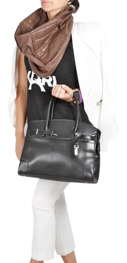Preload https://item5.tradesy.com/images/black-leather-tote-22002539-0-1.jpg?width=440&height=440