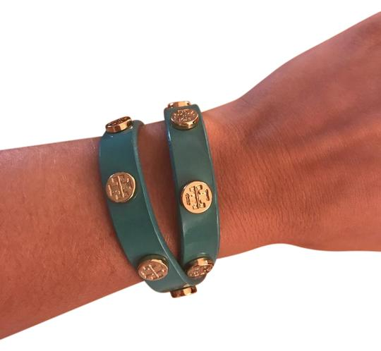 Preload https://item1.tradesy.com/images/tory-burch-turquoise-double-wrap-logo-with-gold-logo-bracelet-22002655-0-1.jpg?width=440&height=440