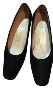 Salvatore Ferragamo Suedo Classic Comfortable black Pumps