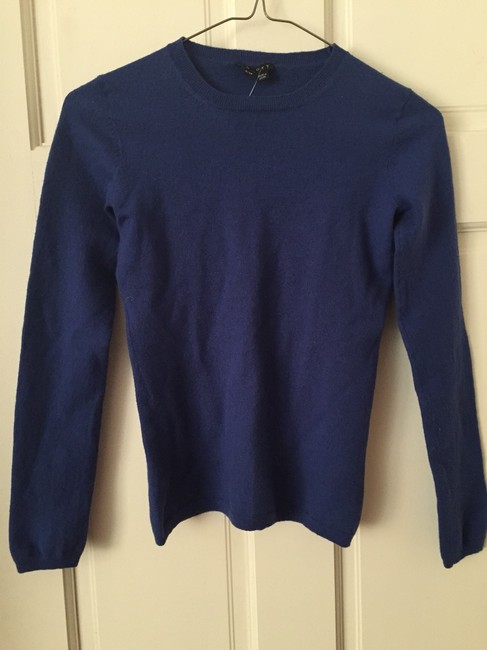 Preload https://item4.tradesy.com/images/theory-blue-crew-neck-sweaterpullover-size-petite-2-xs-2200423-0-0.jpg?width=400&height=650