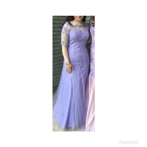Lilac Figure Flattering Sexy Bridesmaid/Mob Dress Size 6 (S)