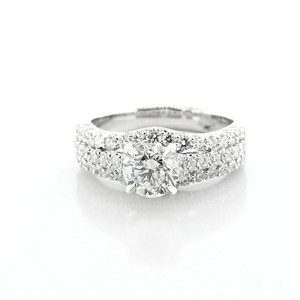White 2.57 Cts Round Cut Set In 18k Gold Engagement Ring