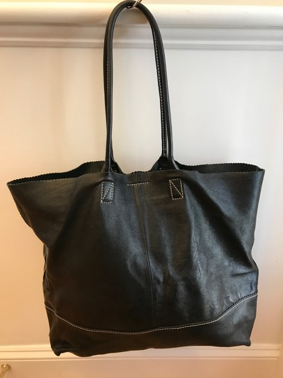 Help your wallet and buy recycled, loved, previously owned. The handbag up for consideration is a handbag purse made by Banana Republic. The bag is fully lined. The bag interior has a clip closure.