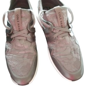 Cole Haan Great with lovely embossed pattern Athletic