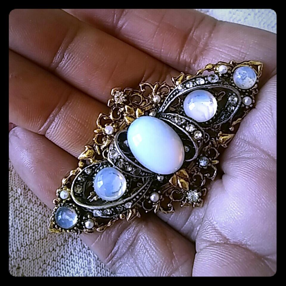 moonstone brooch number skinner auctions sale lot lots