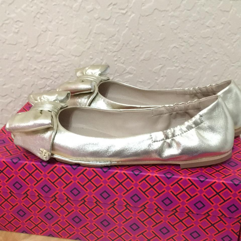 e0761cbe638 Tory Burch Spark Gold Divine Bow Driver Ballet Flats Size US 7 ...