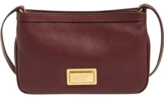 Preload https://img-static.tradesy.com/item/22029800/marc-by-marc-jacobs-percy-maroon-leather-cross-body-bag-0-1-540-540.jpg
