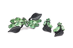 Albert Weiss WEISS Green Rhinestone Signature Design Clip Earrings & Brooch on Blk