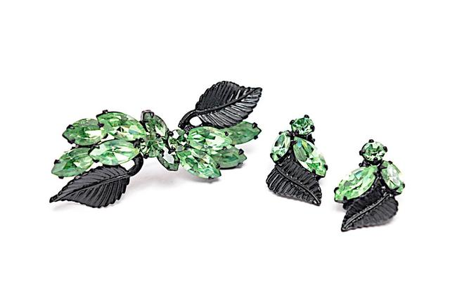 Item - Green with Black Rhinestone Signature Design Clip Earrings & Brooch On Blk