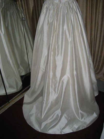 Ivory Silk Shantung 1353 Traditional Wedding Dress Size 6 (S)