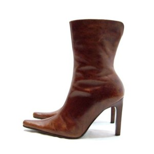 Steve Madden Medium brown leather boots. Great for a night out! Boots