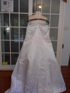 White / Blue Satin Plus-style 3333-a-line Gown-white/Light Formal Wedding Dress Size 24 (Plus 2x)