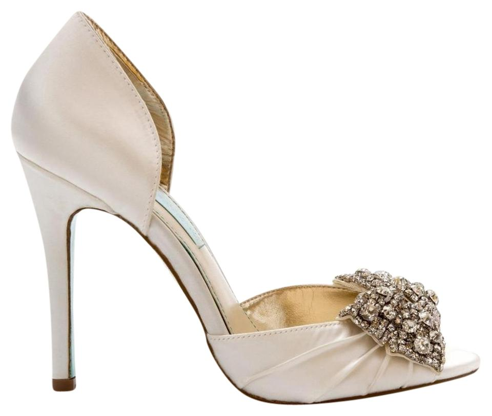 Betsey Johnson Ivory Blue By Gown Satin Bridal Heels 7.5m Pumps Size ...