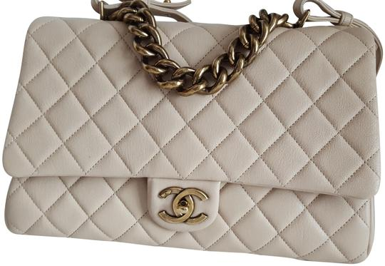 Preload https://img-static.tradesy.com/item/22047915/chanel-trapezio-beige-sheep-skin-satchel-0-5-540-540.jpg