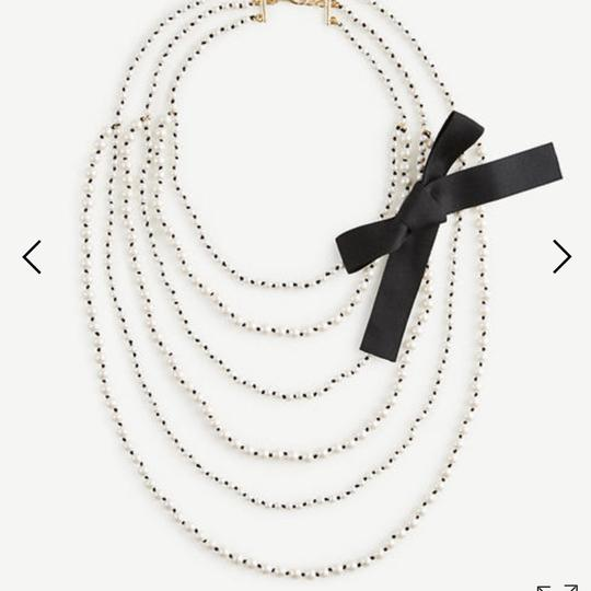 Preload https://img-static.tradesy.com/item/22049350/ann-taylor-knotted-pearlized-tie-necklace-0-0-540-540.jpg