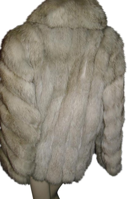 Item - Shades Of Gray Fox Genuine Canadian Fox Fur Horizontal Fur Coat Size 12 (L)