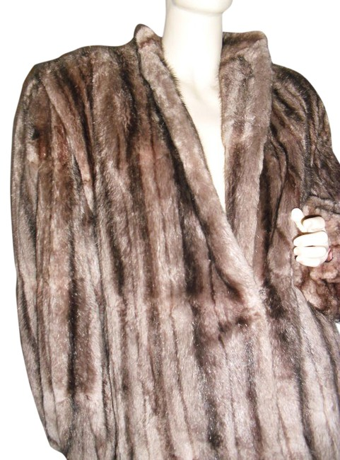 Preload https://img-static.tradesy.com/item/22049434/beige-black-mink-fur-natural-striped-slightly-swing-br-size-12-l-0-2-650-650.jpg