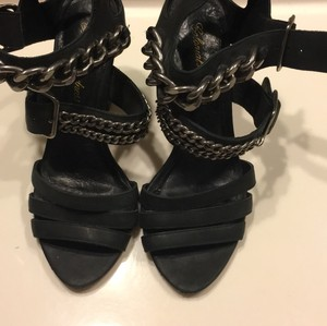 Colonial Madness black Pumps
