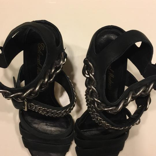 Colonial Madness black Pumps Image 2