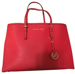 31380e4b4b4d55 Michael Kors Bags - Up to 90% off at Tradesy