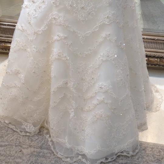 Fiore Couture Ivory Lace Amanda Traditional Wedding Dress Size 6 (S) Image 4
