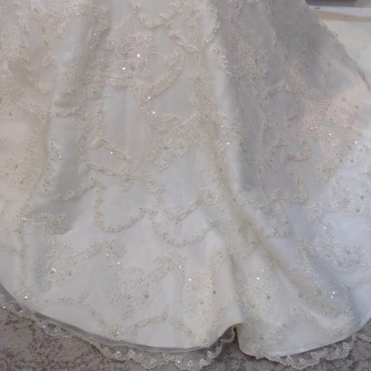 Fiore Couture Ivory Lace Amanda Traditional Wedding Dress Size 6 (S) Image 8
