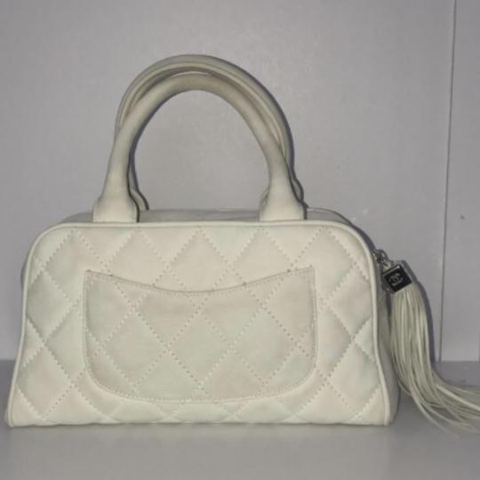 Chanel Tote in Off white Image 2
